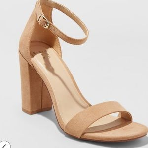 Nude block heel pumps, Size 6